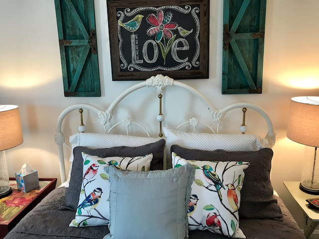 """Tweet Tweet - Welcome to YOUR """"Cozy L'il Nest"""" @ Peabody's Hip Little Stay B&B"""