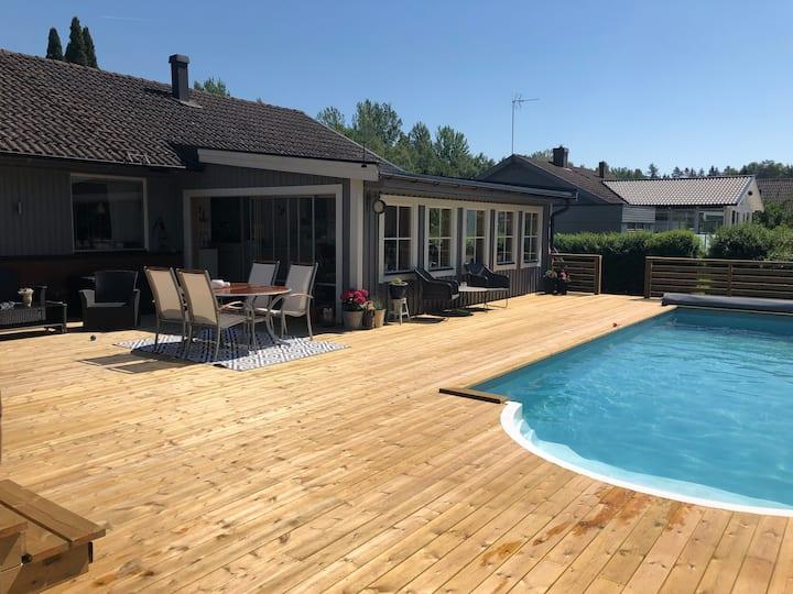 Villa i Färjestaden med pool och spa