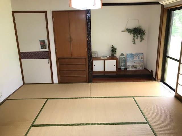寝室2 和室6畳にお布団4組までご用意できます