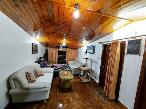 Wooden Apartment in Nainital near Mall Road, Lake