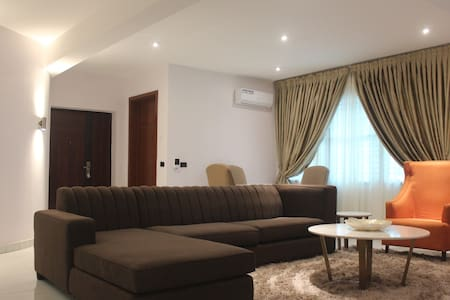 ★Modern & Cozy 3BD Haven apt w/WIFI,AC, DSTV★