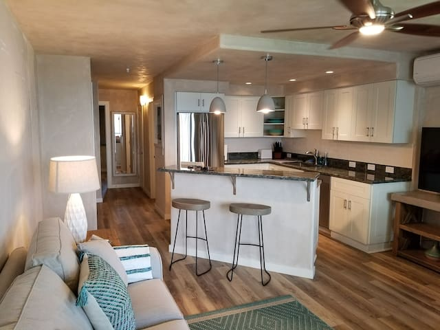Beautiful Oceanfront Condo- Great View, A/C,Wi-Fi