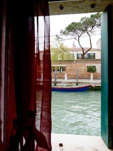 Canal view near Biennale wifi - Venedig