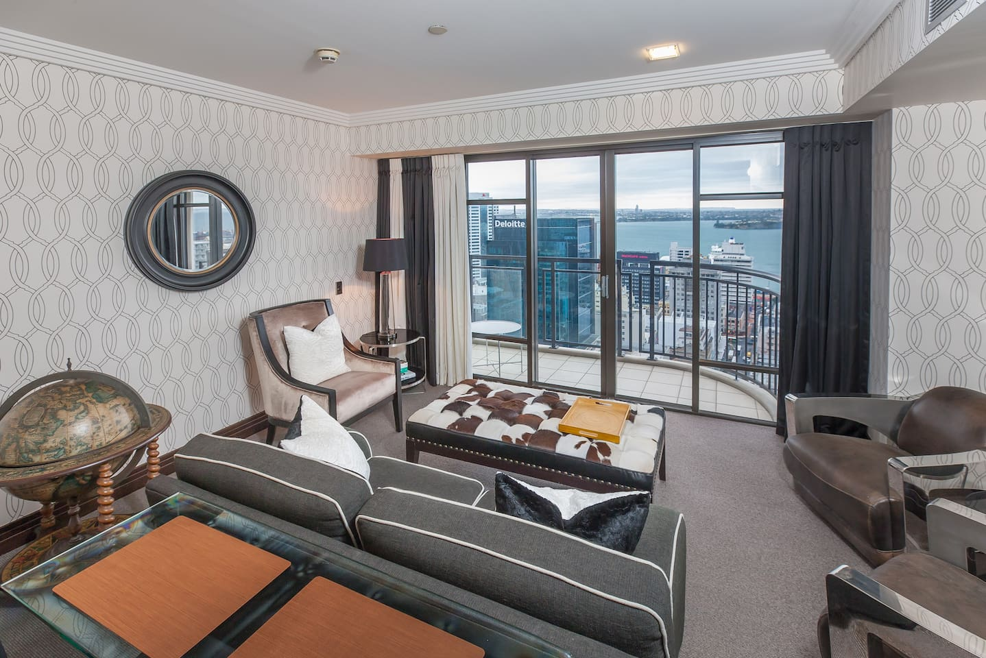 Luxurious suite with stunning views, in the heart of the city