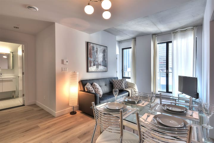 A-Old Montreal, 2 bedrooms, balcony, wifi- sleep 5
