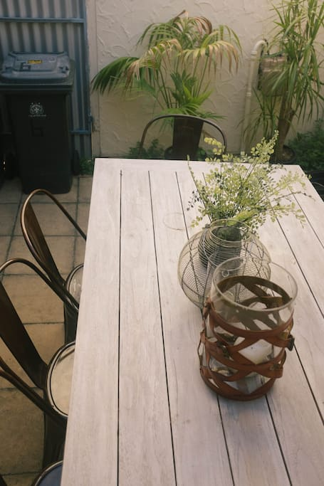 outdoor courtyard with table
