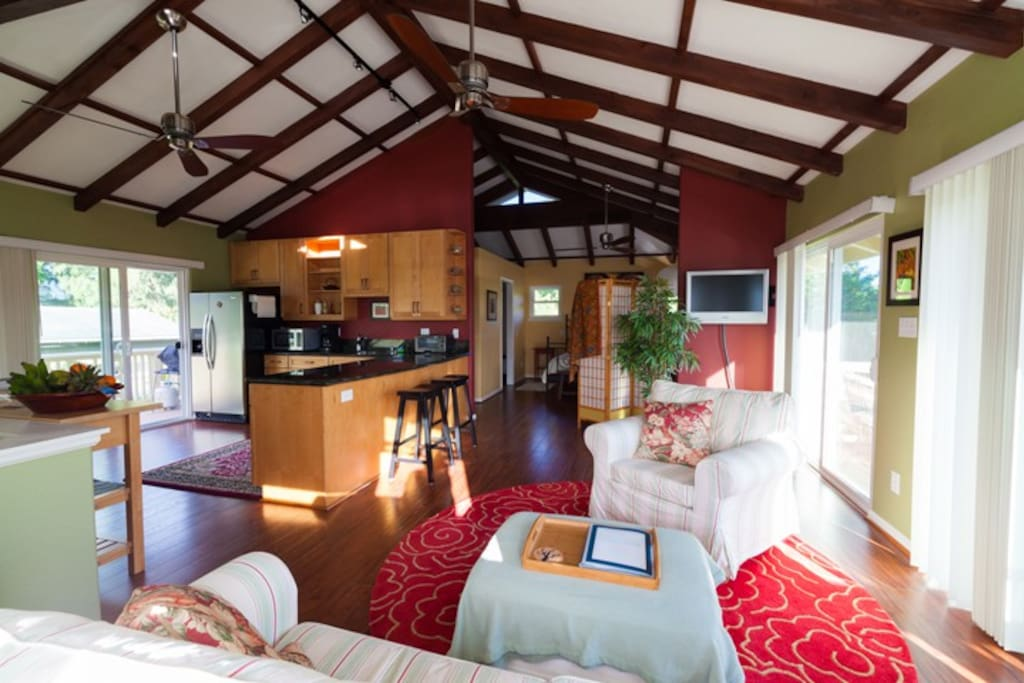 ZEN is a very roomy (900 f²/84m²) luxury apartment just steps to the best beach in Hawaii.
