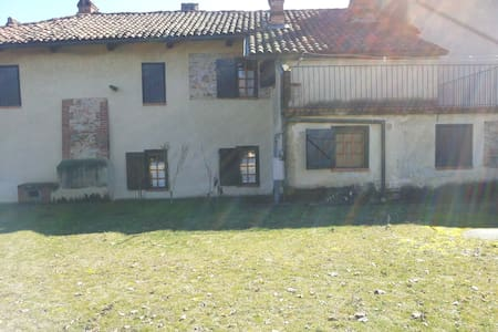 nelle colline del Monferrato - Montafia - Hus