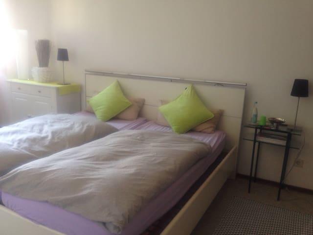 Schönes helles Doppelzimmer - Stephanskirchen - Huis