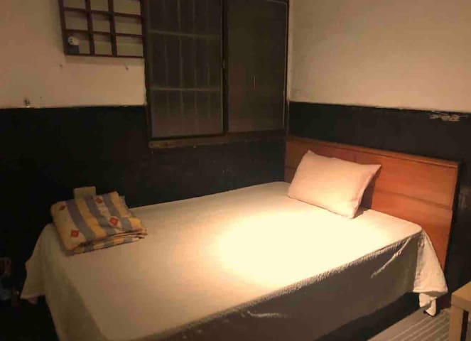 西門町老房子房間   old style room room for backpacker
