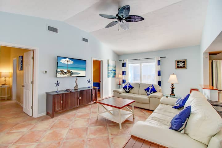 VILLA 6 · POOL VIEW 2 Bed 2 Bath  walk to beach SPECIALS V6