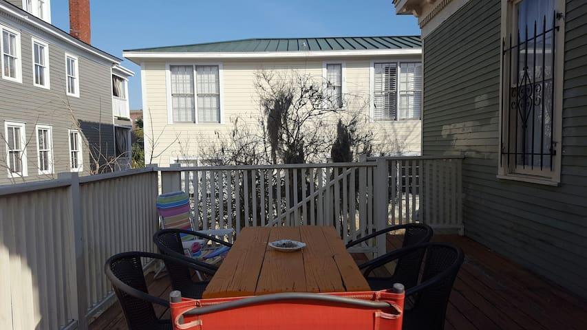 Nice Room smack dab in the Middle of Savannah - Savannah - Pis