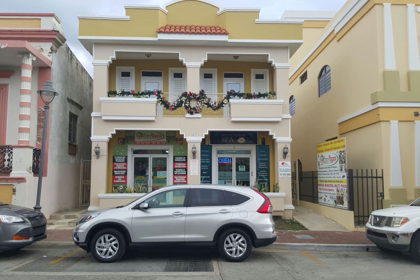 SPECIAL PRICE DEAL IN SEPT DO NOT MISS!! Free Wifi Internet Available In and Around Apartment. 1 Bedroom 1 Bath plus Kitchen and Living Room Entertaiment TV Area.