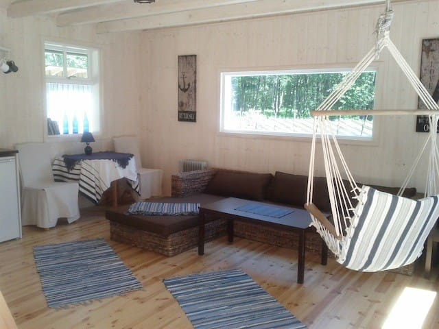 Beach house style Tirbi Guesthouse - Kassari village - Hus