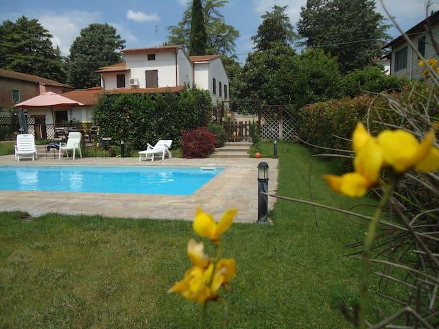Appartamento in villa con piscina - เปรูเกีย - อพาร์ทเมนท์