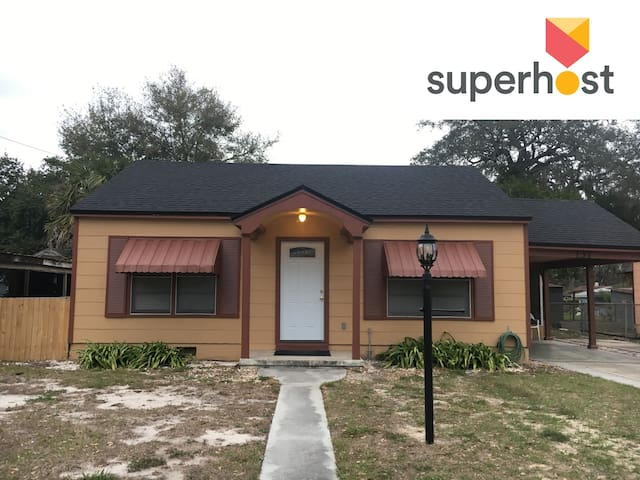Sweet Cottage- 5 mi to Legoland & 0.5 mi to dwntwn