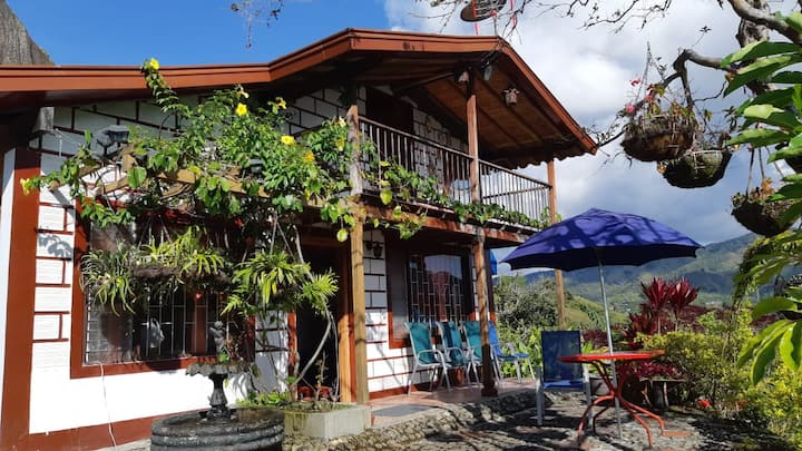 Beautiful Country House in Guatapé, La piedra