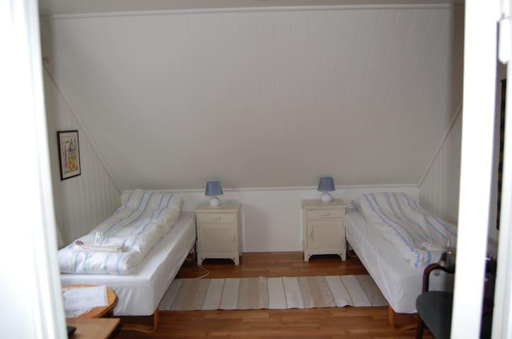 Room #1 in apartment on a farm! - Ålgård - Bed & Breakfast