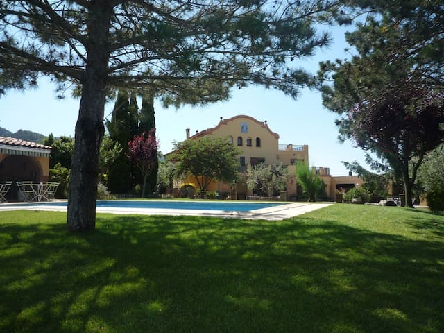 Villa swimming-pool . Priorat-Salou - Montblanc - วิลล่า