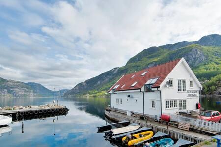Leilighet nr 2 ved Lysefjorden, Bergevik