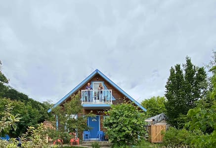 The Garden Cottage in Beautiful Ladysmith, Canada