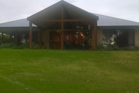 Country home on golf course  - Dunsborough - Rumah