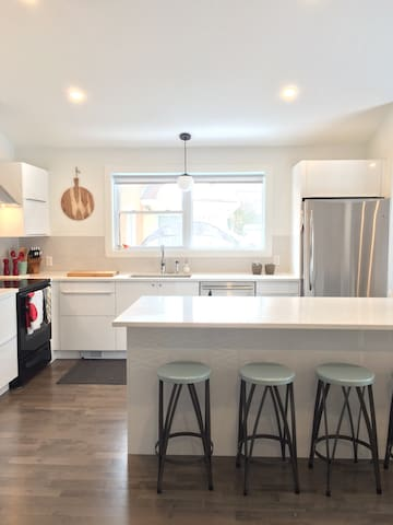 Large 3BD mid-century modern home - Montreal