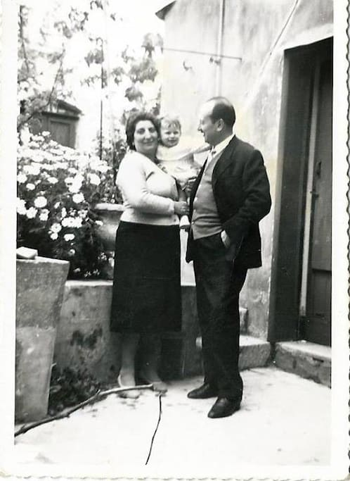 La famiglia Ventura negli anni '60, in giardino (dove adesso c'è la veranda). - My grandpa, my grandma and my mom in the '60s in the garden (where is the porch now).