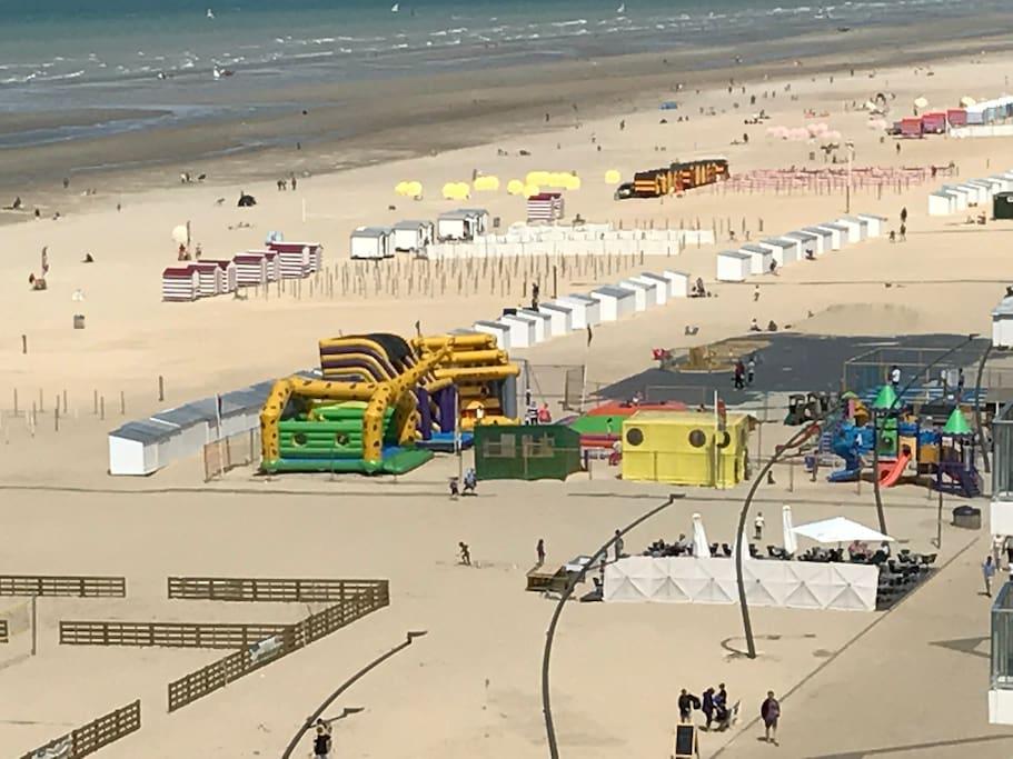 De Panne en kinderen, dat is als twee handen op één buik  Speel samen met het gezin de unieke citygame 'Rosalie', geniet van een dagje Plopsaland, ontdek het boerderijleven op de kinderboerderij, amuseer je te pletter op de speelpleinen of bouw het grootste zandkasteel op het strand. Twijfel je nog? Je kinderen overtuigen je wel!
