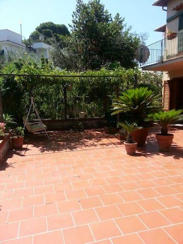 House with backyard Close to the se - Santa Flavia - House