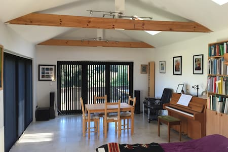 The Garden Annexe- Studio flat - Penarth - Bungalov