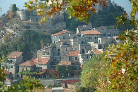 Fredet middel-alder casa i Ligurien - Castelvecchio di Rocca Barbena