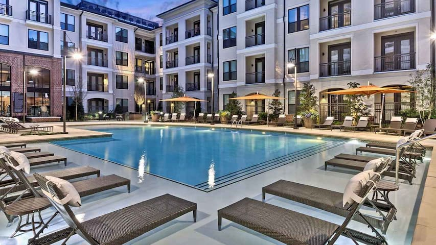 Beautiful Luxury Condo located mins from BUCKHEAD!