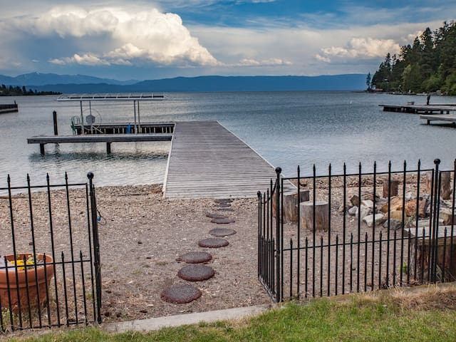 Flathead Lakefront Gem! Comfort-Views-Easy Access