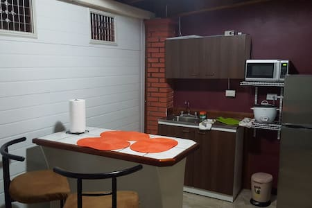Apartamento Equipad , Cochera adjunta Heredia, CR.