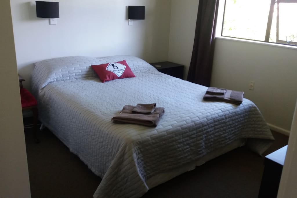 Queen size bed with double wardrobe, drawers and Freeview TV