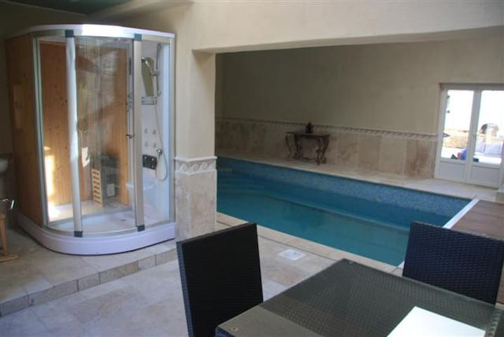piscine +cabine sauna
