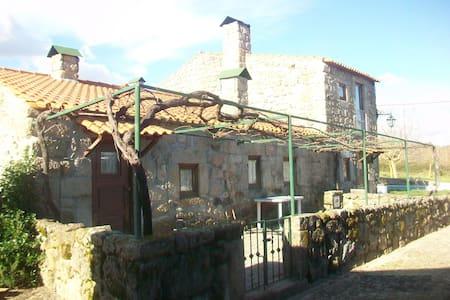 Casa em Aldeia de Origem Mediaval - Povolide - Hus