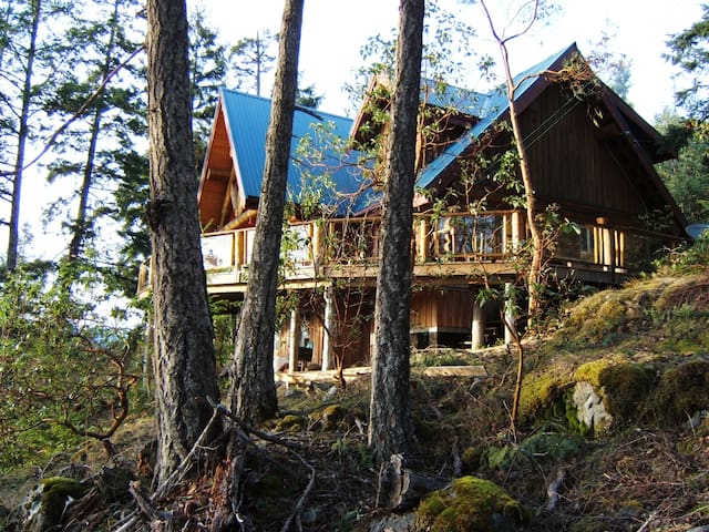 Log Home , spectacular views - Garden Bay - Hus