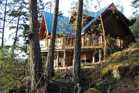 Log Home , spectacular views - Garden Bay