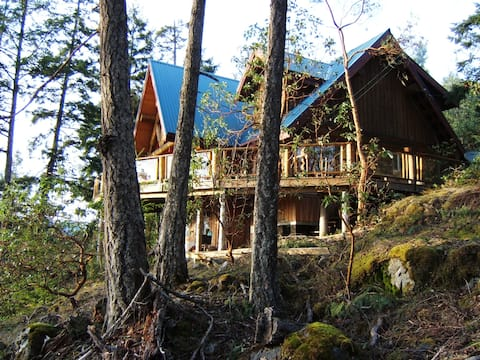 Log Home in beautiful Mountain setting with spectacular views