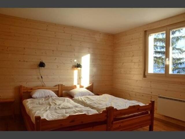 1re chambre du bas : deux lits séparés (qui peuvent être rapprochés).