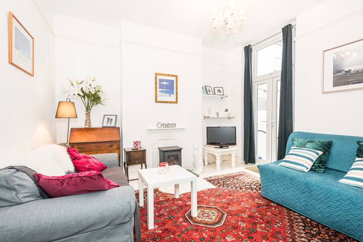 A STONES THROW FROM STADIUM WITH FREE PARKING