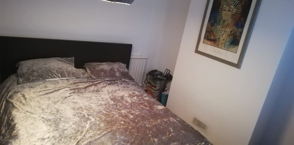 Cosy single room, very clean and tidy