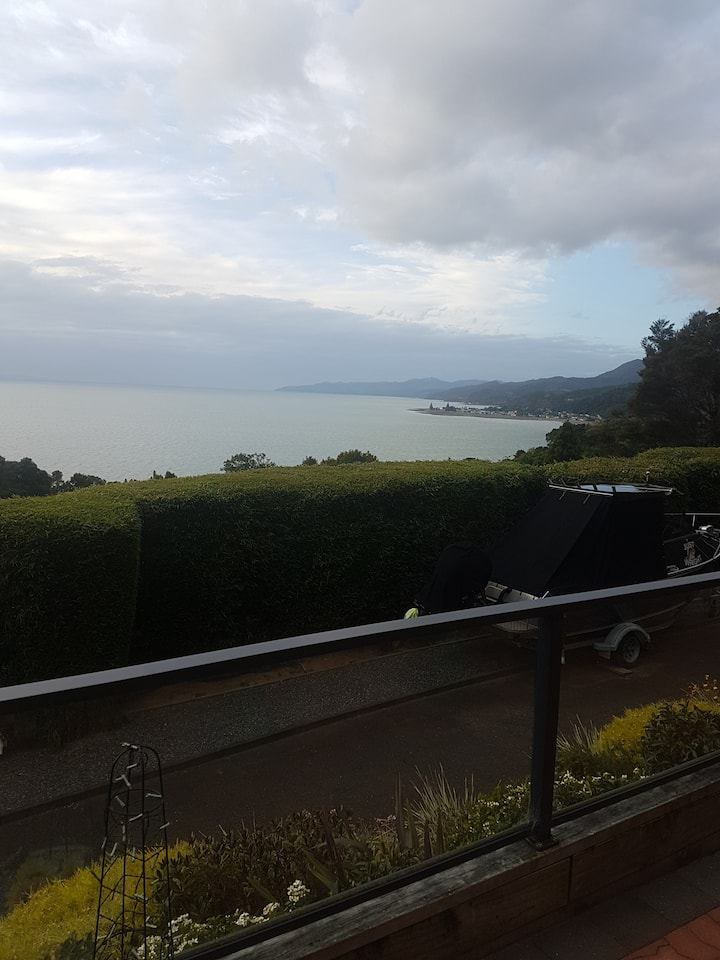 """NGARIMU BAY RETREAT"" Best views  Firth of Thames"