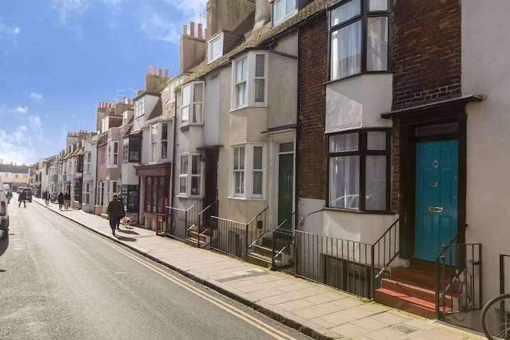 George Street, two minutes walk from the beach, Brighton Pier and the Royal Pavilion