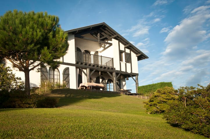 Typical house with beautiful view - Bidart - House