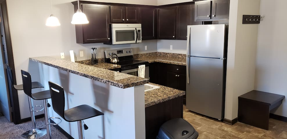 Luxury Apartment w Pool & Weight-room Pets Welcome