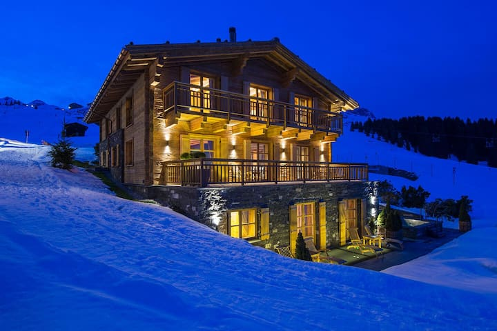 Luxury chalet on the slopes in Oberlech