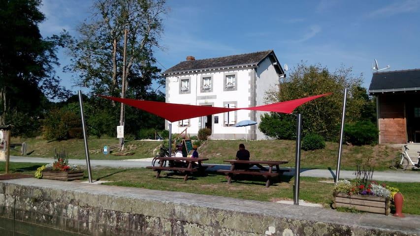 Etape sur la Vélo Francette, Les Refuges du Halage